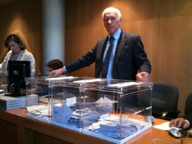 Los votos de los asturianos en el extranjero introducidos en las urnas.