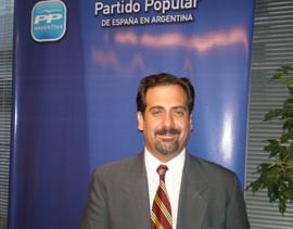 Fernando López Pereira aseguró que sigue siendo el presidente en funciones del PP en Argentina.