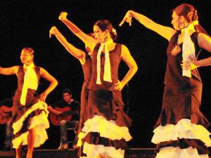 Grupo 'A mi aire' del Centro Andaluz de La Habana.