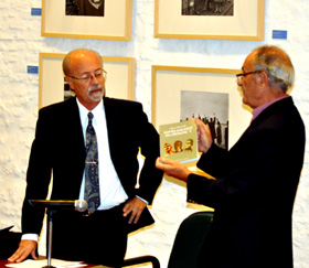 José Monterroso y el vicepresidente del Patronato, Nelson Regueira.