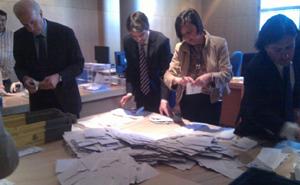 Escrutinio del voto exterior en Asturias.