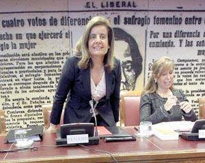 La ministra de Empleo y Seguridad Social, Fátima Báñez, en el Senado.