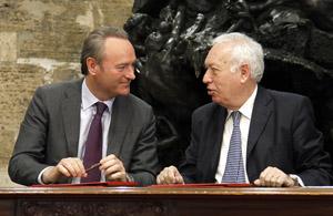 El President de la Generalitat, Alberto Fabra, se ha reunido con el Ministro de Asuntos Exteriores, José Manuel García-Margallo, para firmar un protocolo de colaboración entre la Generalitat y el Ministerio.