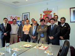 Ángel Hernández y Miguel García con los empresarios.