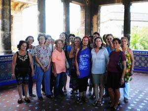 El grupo de 25 mujeres que visitaron el Museo Napoleónico.