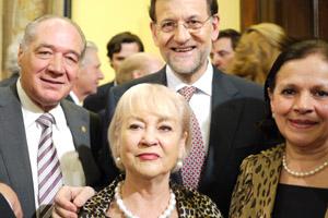 El presidente del Gobierno, Mariano Rajoy, con los miembros del Consejo de Residentes Españoles (CRE) de México.