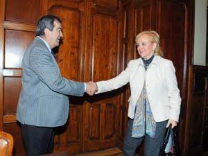 Francisco Álvarez-Casco con Mercedes Fernández, tras el acuerdo.