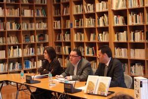 Pilar Cagiao, X.Amancio Liñares y Alfonso Sicre en la presentación.