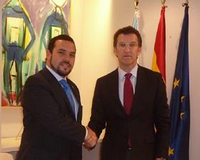 Santos Gastón Juan con el presidente de la Xunta, Alberto Núñez Feijóo.