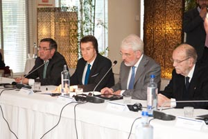 El presidente Núñez Feijóo, con Thomas Bernd Stehling, director de la Konrad-Adenauer-Stiftung en Madrid.