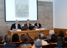 Ramón Guillermo Aveledo, Alfonso Rueda y Santiago Camba durante la presentación del libro.