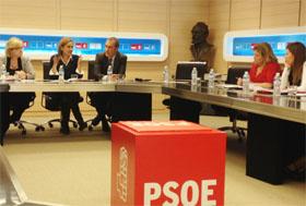 Carmela Silva con los responsables de Emigración del PSOE en las diferentes autonomías.