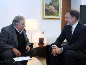Charlando con el presidente José Mújica tras presentar las credenciales.