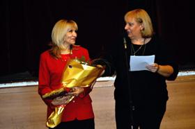 Ligia García, izquierda, fue homenajeada por su labor a favor de la cultura asturiana.
