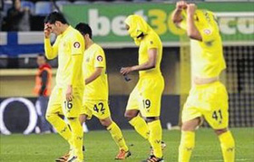 Los jugadores del Villarreal desolados.