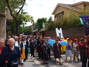 La Cruz en procesión por diversas calles.