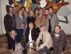 Beatriz de las Heras, en el centro, con algunos de los asistentes al ciclo organizado por el MEGA.