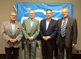 Alfredo Prada con los directivos del Partido Popular en Portugal.