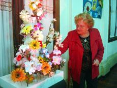 Los andaluces llevaron flores al santo madero.