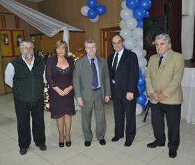 El cónsul, en el centro, y a su derecha Esperanza Rodríguez.