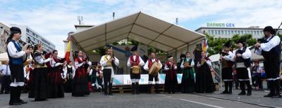 Una de las actuaciones de los grupos folclóricos.