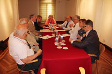 Una de las reuniones de trabajo en Madrid.