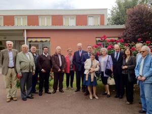 Alfredo Prada con los representantes de asociaciones españolas en París.