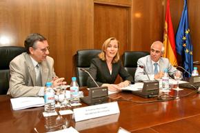 Franciso Ruiz, Marina del Corral y Aurelio Miras en la reunión de la Comisión Permanente del CGCEE.