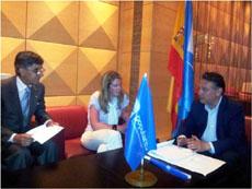 Alfredo Prada con los responsables del PP en Italia.