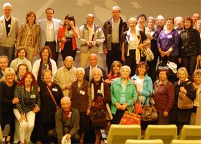 Santiago Camba con el grupo de socios de la Casa de Ourense de Buenos Aires.