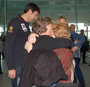 La emoción del reencuentro se vivió un año más en el aeropuerto de Lavacolla.