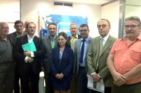 Alfredo Prada, con los miembros de la delegación de la Confederación Europea.