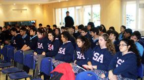 El documental fue exhibido a todos los alumnos que cursan el nivel secundario en el Colegio Santiago Apóstol.