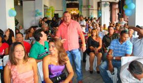 Enrique Vigistaín compartió con varios centenares de asociados el centenario de la 'Juventud Asturiana'.