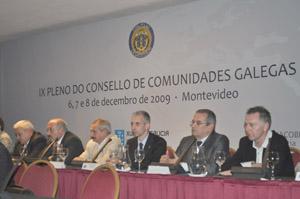 Miembros de la Comisión Delegada en la reunión del último pleno del Consello celebrada en Montevideo en 2009.