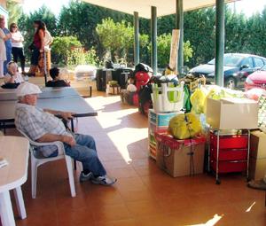 Los residentes agolparon sus pertenencias a las puertas de El Retorno poco antes de ser trasladados.