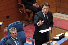 El conselleiro Alfonso Rueda y Alberto Núñez Feijóo en el Parlamento.