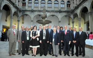 La nueva Comisión Delegada con el conselleiro de Presidencia de la Xunta de Galicia, Alfonso Rueda.