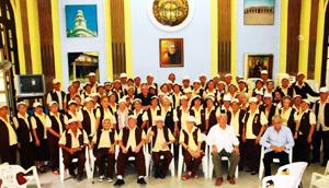 Junto a integrantes del Grupo Renacer, Carmelo González y Cándido Padrón durante su última visita a Cuba .