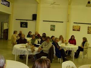 Asistentes al café literario 'Lletres a l'hivern' de la entidad.