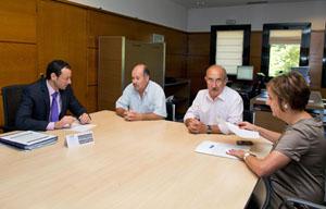 El consejero de Presidencia con representantes del Centro Asturiano de Torrevieja.