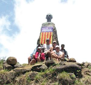 La comitiva posa en la cima del Pico Real del Turquino.