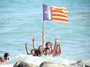 Los jóvenes se bañaron en la desembocadura del río del Palma Mocha.