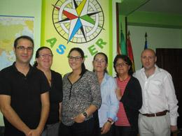 Ángeles Martínez, en el centro, con personal de Asaler.