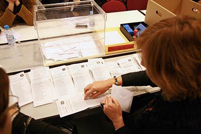 Escrutinio del voto emigrante en la Junta Electoral de Barcelona el pasado miércoles 28 de noviembre.