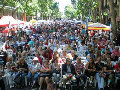 Miles de personas se citaron en la Avenida de Mayo.