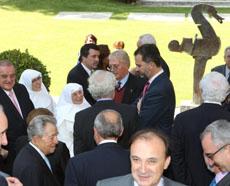 El Príncipe durante la recepción a los representantes de la colectividad española.