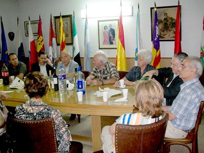 Santiago Camba con los directivos de las entidades españolas en Bahía Blanca.