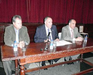 Cándido Padrón explicó la nueva normativa a los dirigentes de las entidades canarias en Caracas.