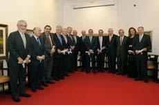 Los galardonados con el delegado, José Ramón Ónega,